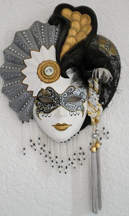 mascara carton lujosa