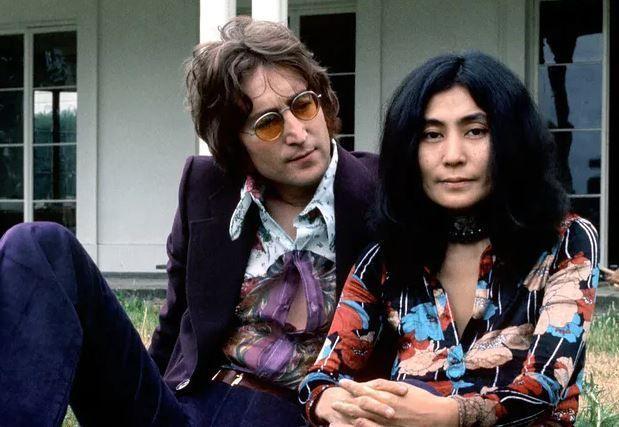look hippie jonh lennon yoko ono