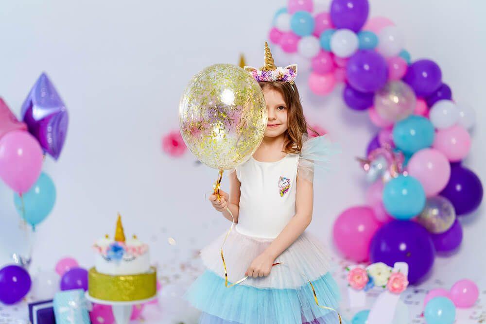ideas para celebrar un cumpleaños decoración globos unicornios