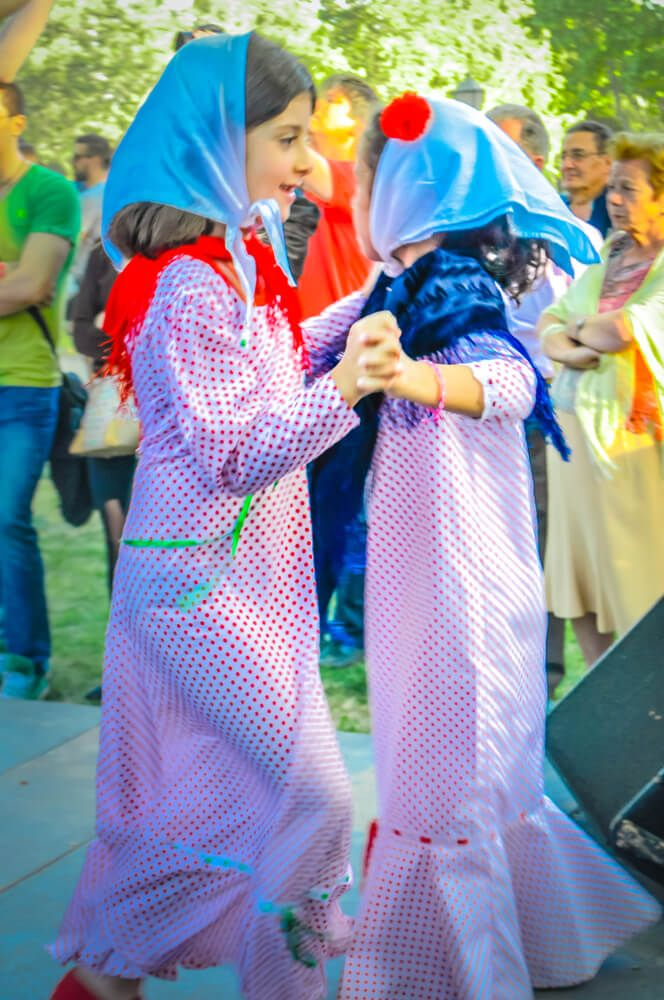 san isidro fiesta disfraces de chulapo y chulapa