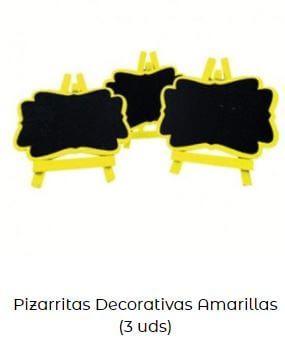 decoración con amarillo cartelitos pizarra